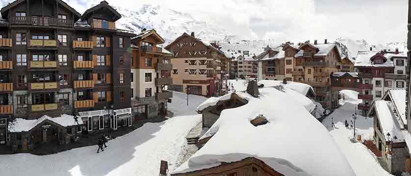 France_Les-Arcs_Le-Village-Apartments_Exterior-winter-les-arcs-1950.jpg